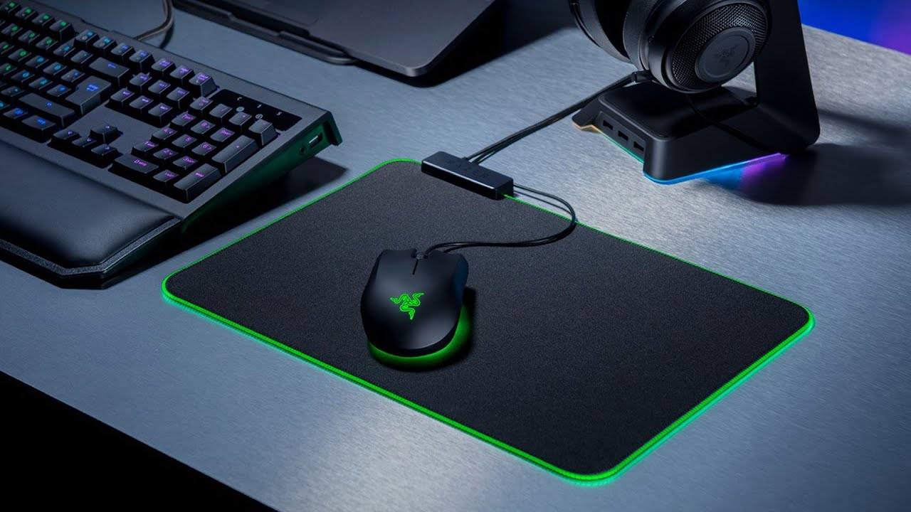 Razer Goliathus Chroma VS Firefly Cloth Edition